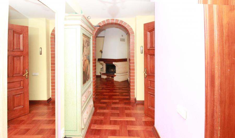 Просторная квартира с камином в центре Риги